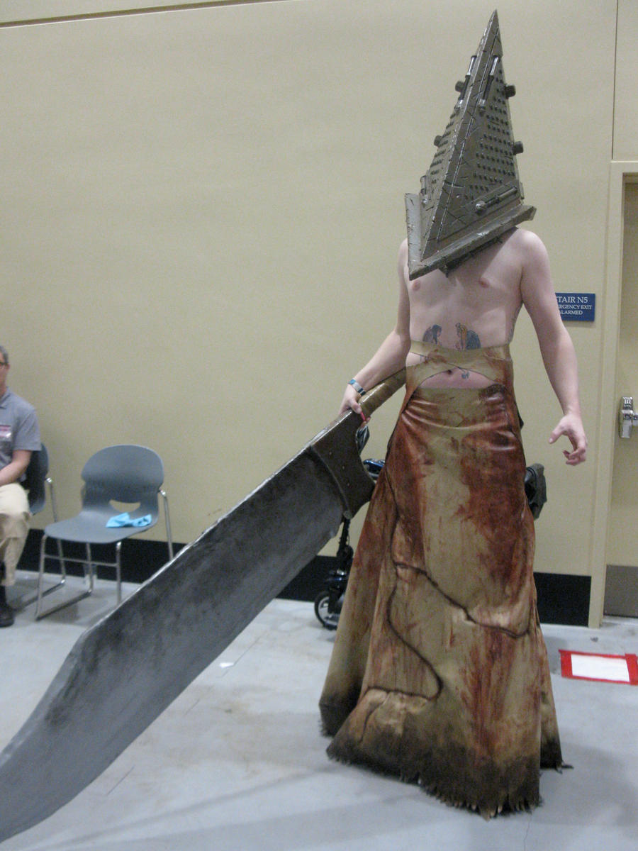 Sakura-con 2012: Pyramid Head by Echo-desu