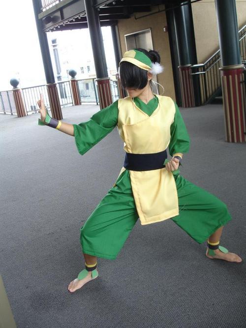 http://fc03.deviantart.net/fs70/f/2012/254/e/4/avatar_the_last_airbender__toph_cosplay_by_tofu123-d5ef3i5.jpg