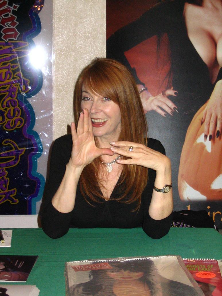 Elvira-Mistress of Darkness 1:4 von Screamin Elvira__Mistress_of_the_Dark_by_RakaiThwei