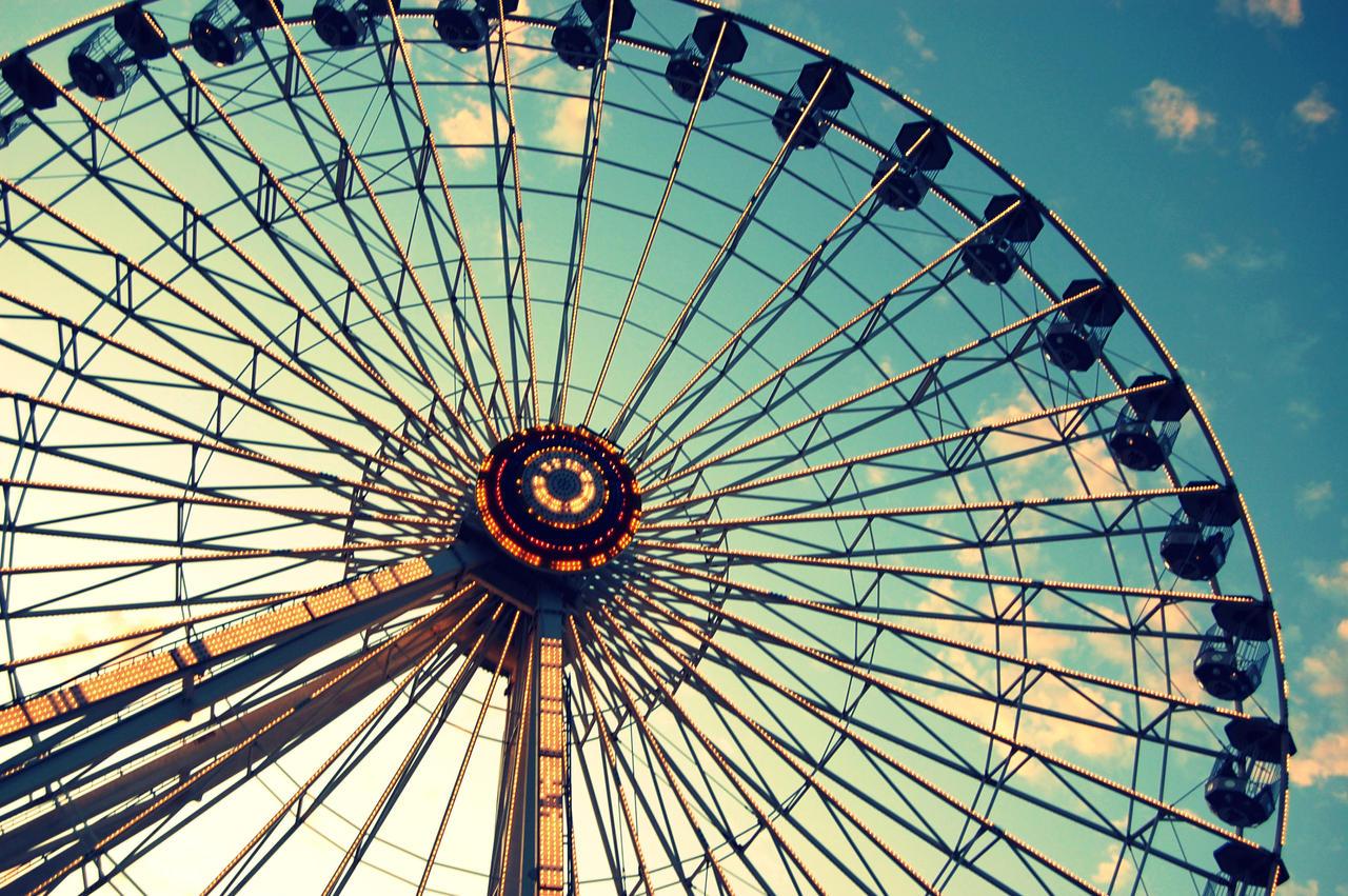 Ferris Wheel by purplelavalamp