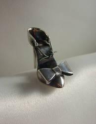 Shoe fetish Earring by fairyfrog