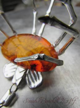 Facehugger brooch leg detail