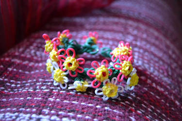 Rainbow Loom Flower bracelet! by Brithzy