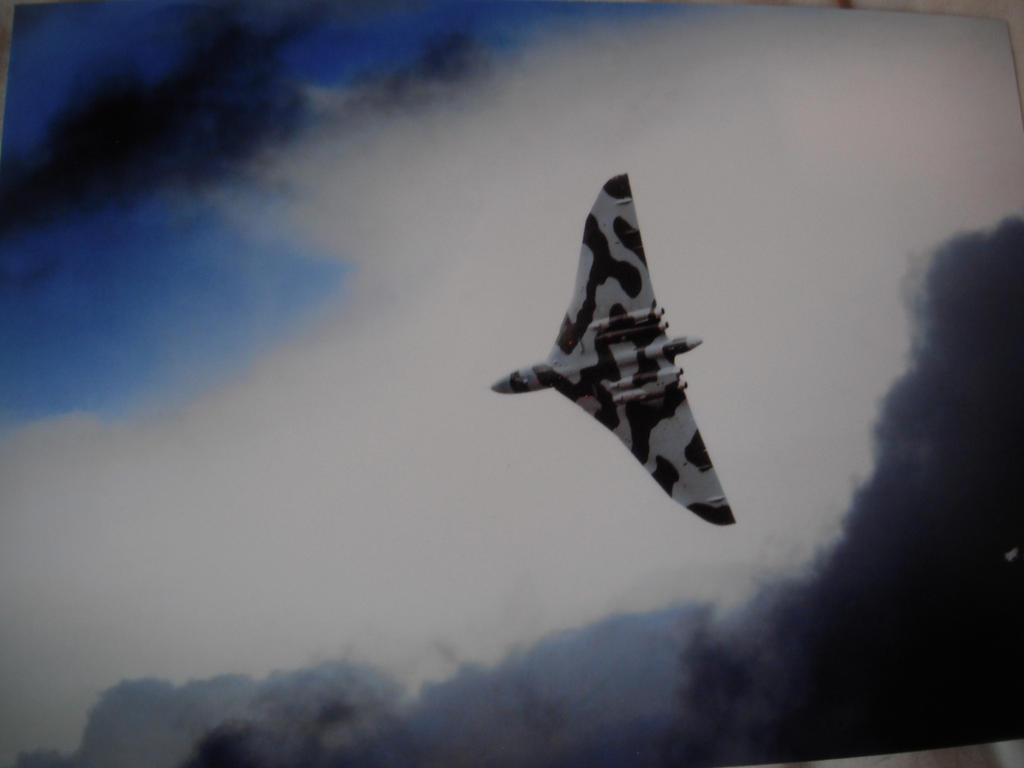 Avro Vulcan XH558 by ravenwolf01329