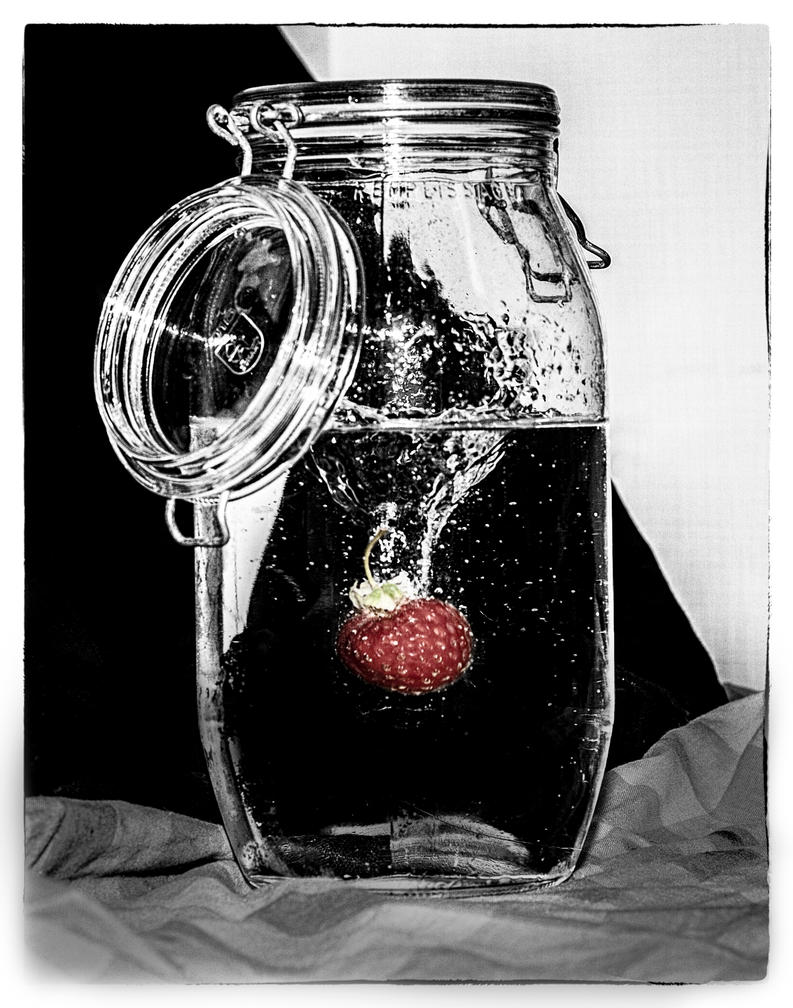 Strawberryflavoured water by Aredelsaralonde