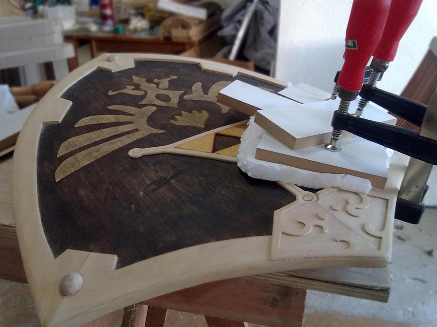 Wooden Hylian Shield - still step 6 by clefrayearth