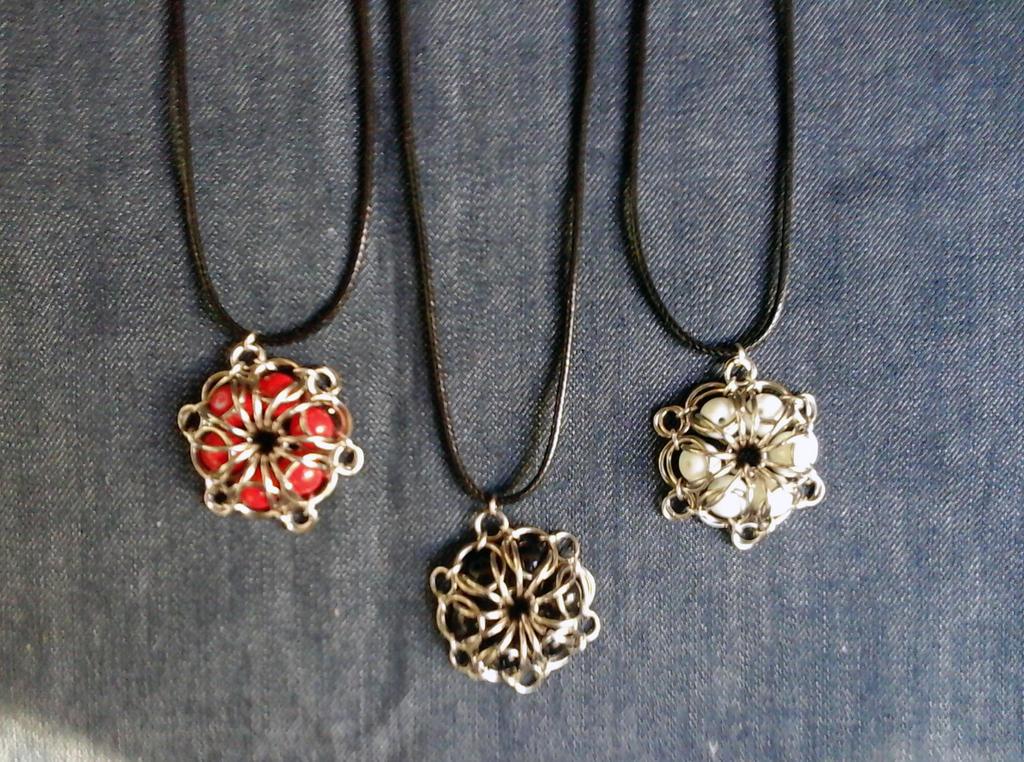 Chainmaille flower pendant by Julia-EVS