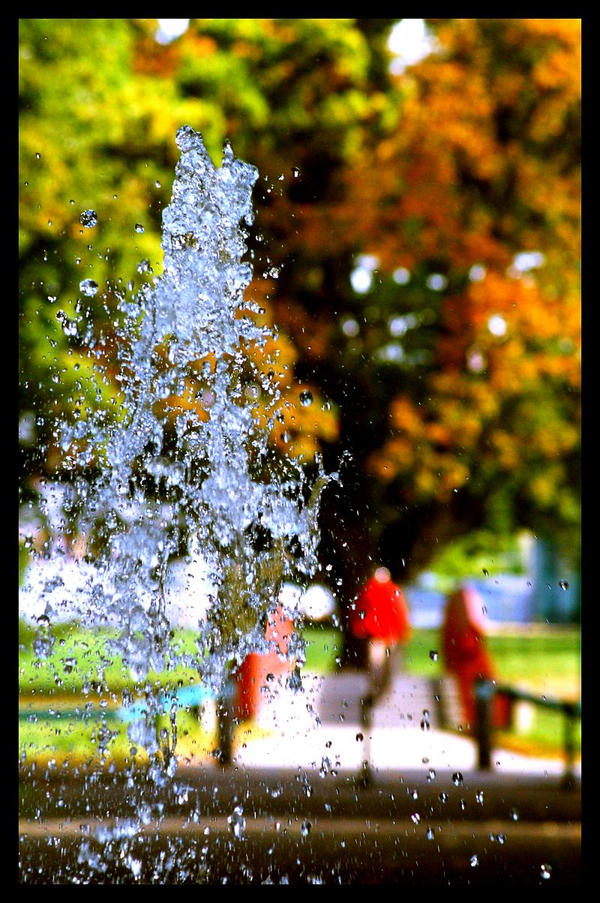 Autumn Fountain by Maozi