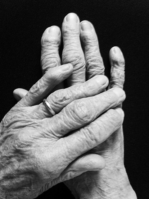 Hands by tardia