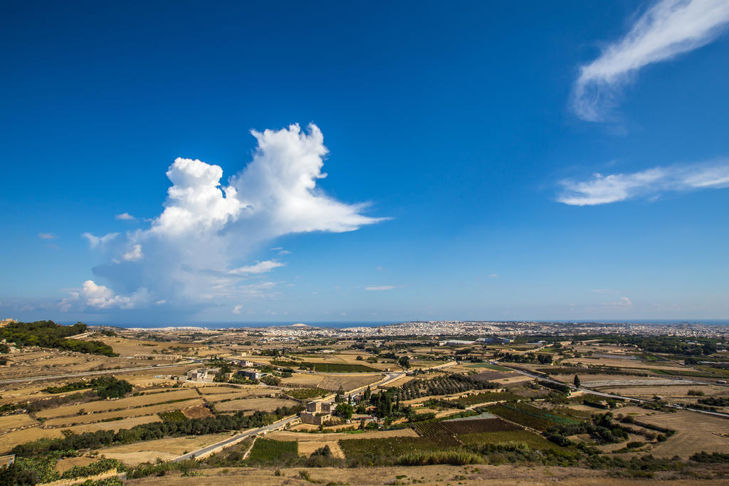 From the wall at Mdina by attomanen