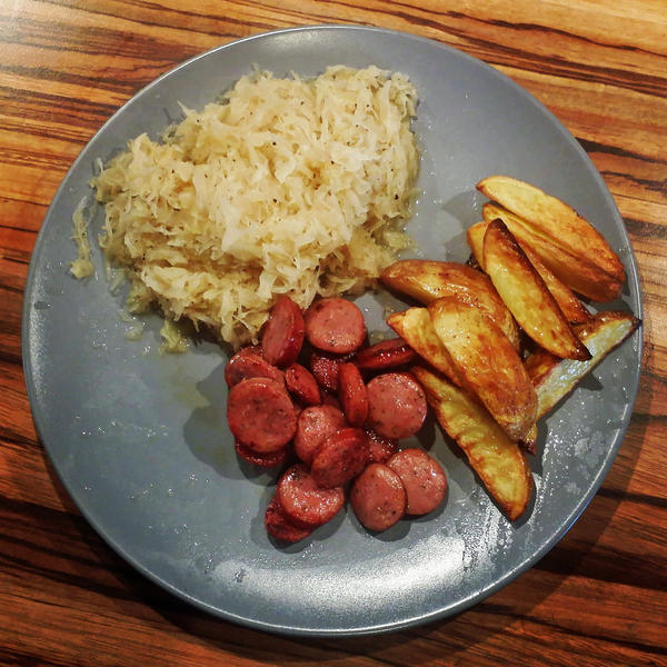 Sauerkraut, potatoes and salsiccia by attomanen