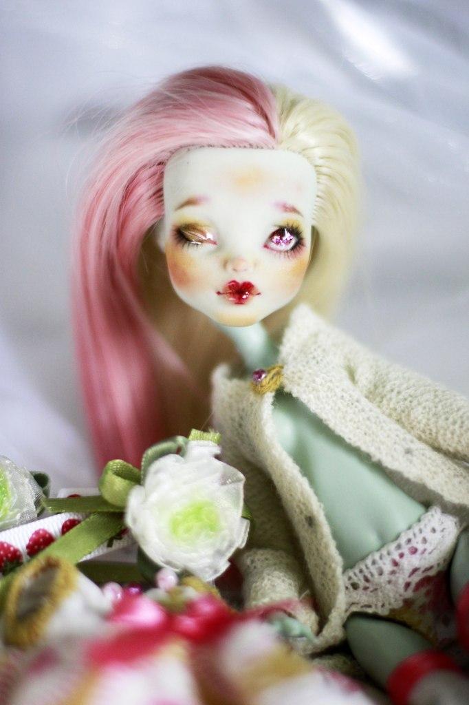 OOAK Repaint Frankie Stein Monster High by smileidiote