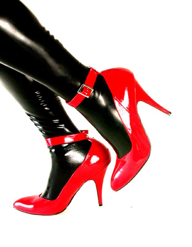Vinyl Shoes, Latex Stockings by raleighwoodtgirl