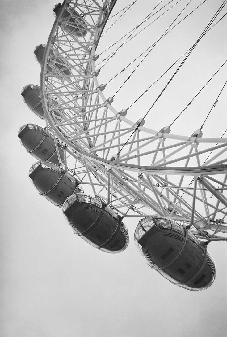London Eye by Laama-Harakas