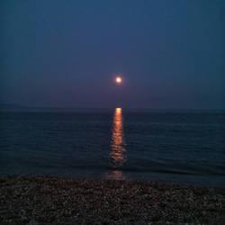 Full moon by anonnymous-fan