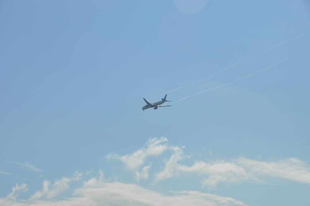 Airplane by Brokenstone2