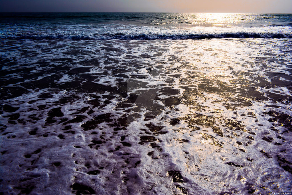 Waves by LicamtaPictures