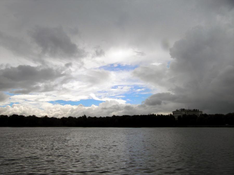 Golovinskiy pond by Kolobochka