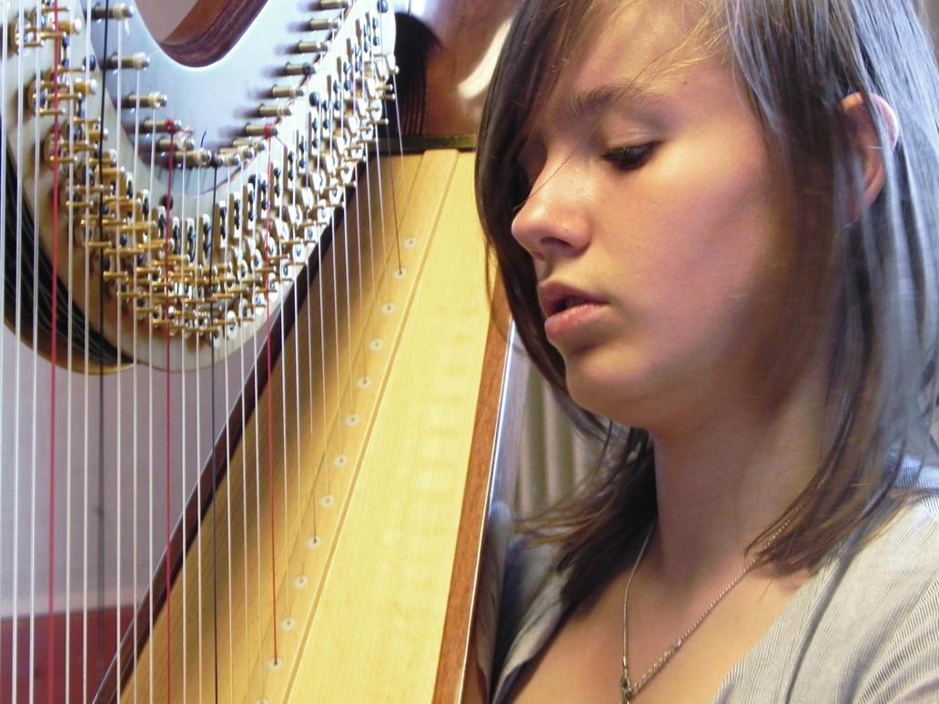 Harpist. by Erialk