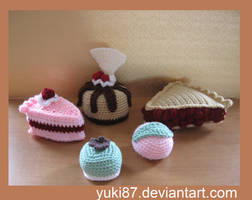 Cakes and sweets with link to pattern by Yuki87