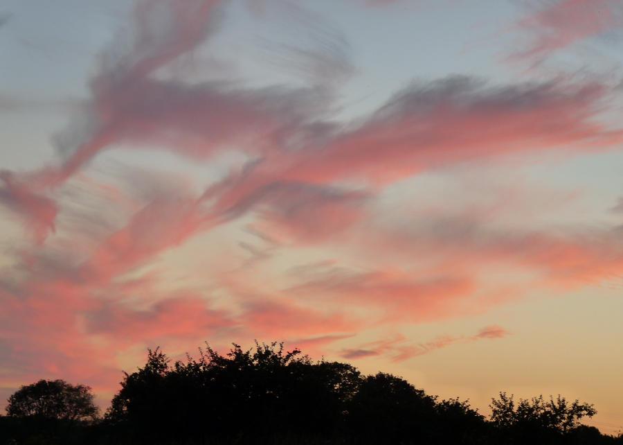 Blazing sky by Tenel