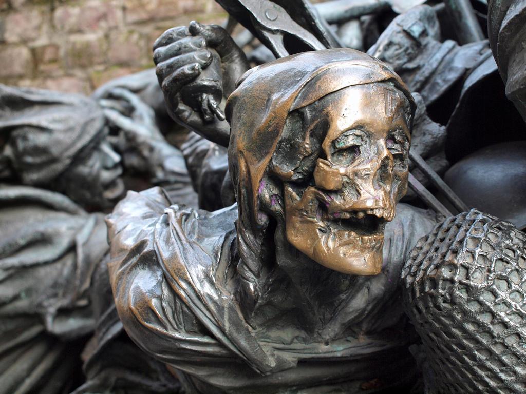 Bronze Skull 02 by tmfNeurodancer