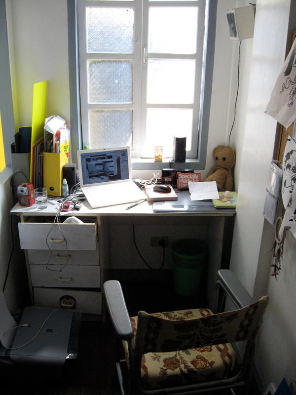 my desk by hannahannah