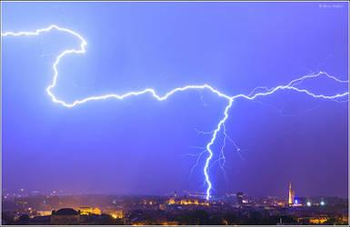 Lightning over Zagreb, Croatia by nrasic