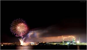 Lightning and fireworks by nrasic