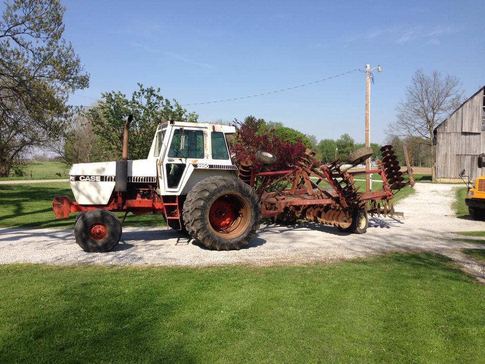 Case 2290 Tractor With Internatonal 490 Disk By OO87adam