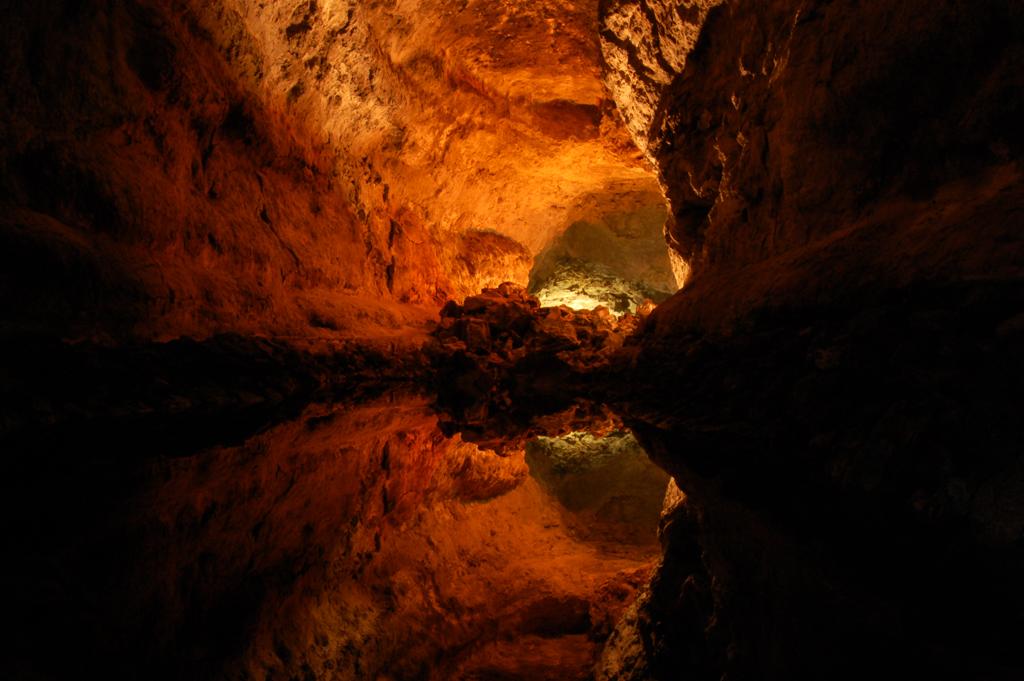 la cueva chat Empieza cuando ash, may, brock y max entran en la cueva granito para buscar a steven stone/máximo peñas  por que si no se te baneara del chat.