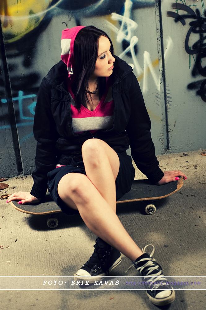 Skate girl by kavaserik ...