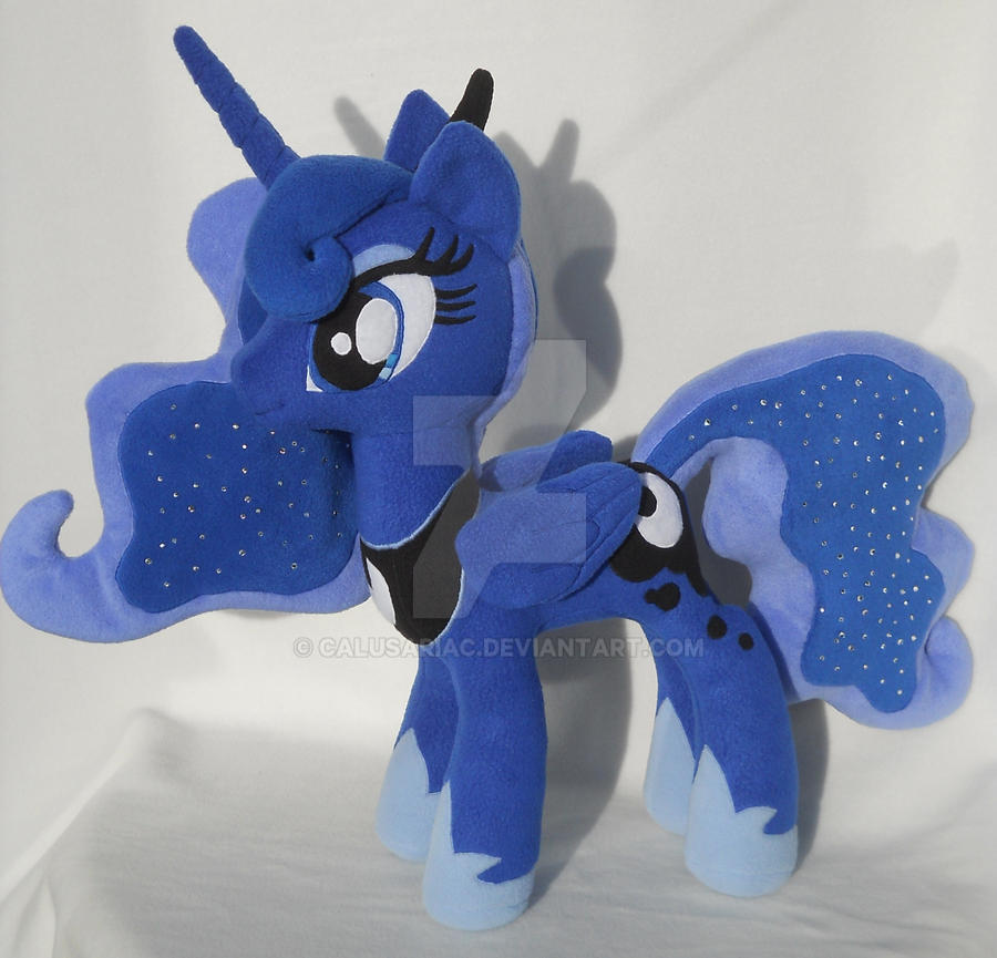Princess Luna folded wings by MLPT-fan
