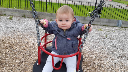 neice first time on swing