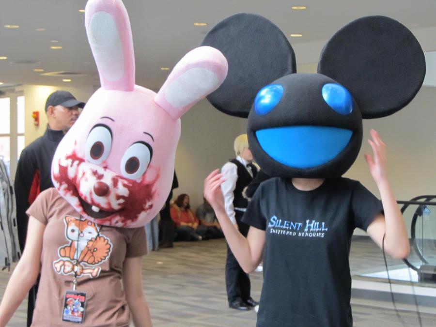 http://fc09.deviantart.net/fs70/i/2012/030/b/3/deadmau_and_bloody_bunny_by_kinglady-d4o4vdu.jpg