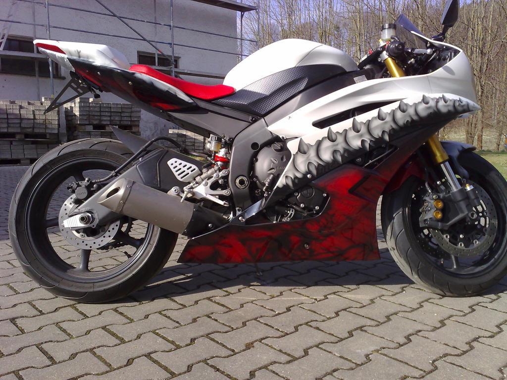 Custom Yamaha R6 by ChAoTh