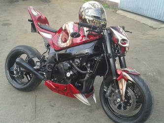 Streetfighter helmet and bike by ChAoTh