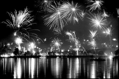 Black and White Fireworks by crazytaz on DeviantArt