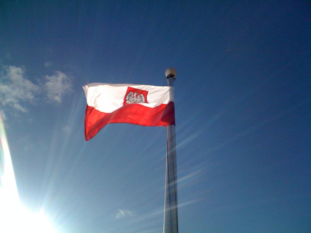 polish flag by indietraveler on deviantart