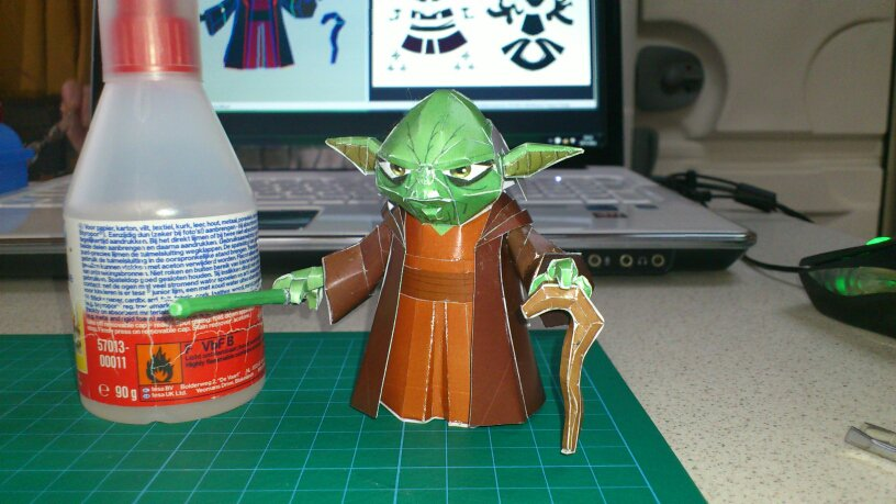 Yoda Papercraft by wingedLizz