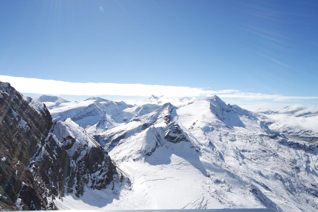 Kitzsteinhorn mountain view by Lamaxyon