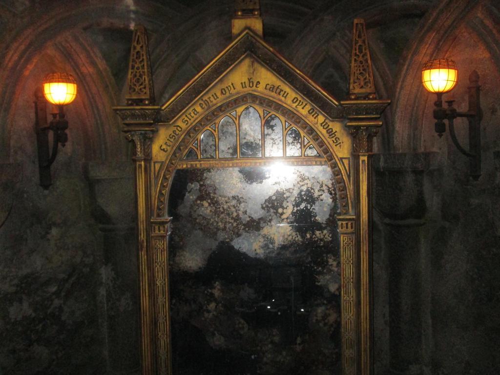 Mirror of erised by renthegodofhumor on deviantart for Miroir harry potter