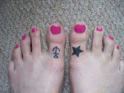 Laura's toe tattoo's by JonnyANDfrankie