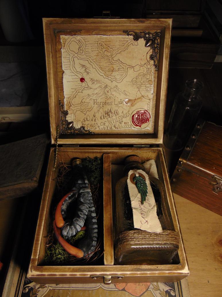 Mountain Harpy Talon Specimen Curio Box by BurnedRavenTales