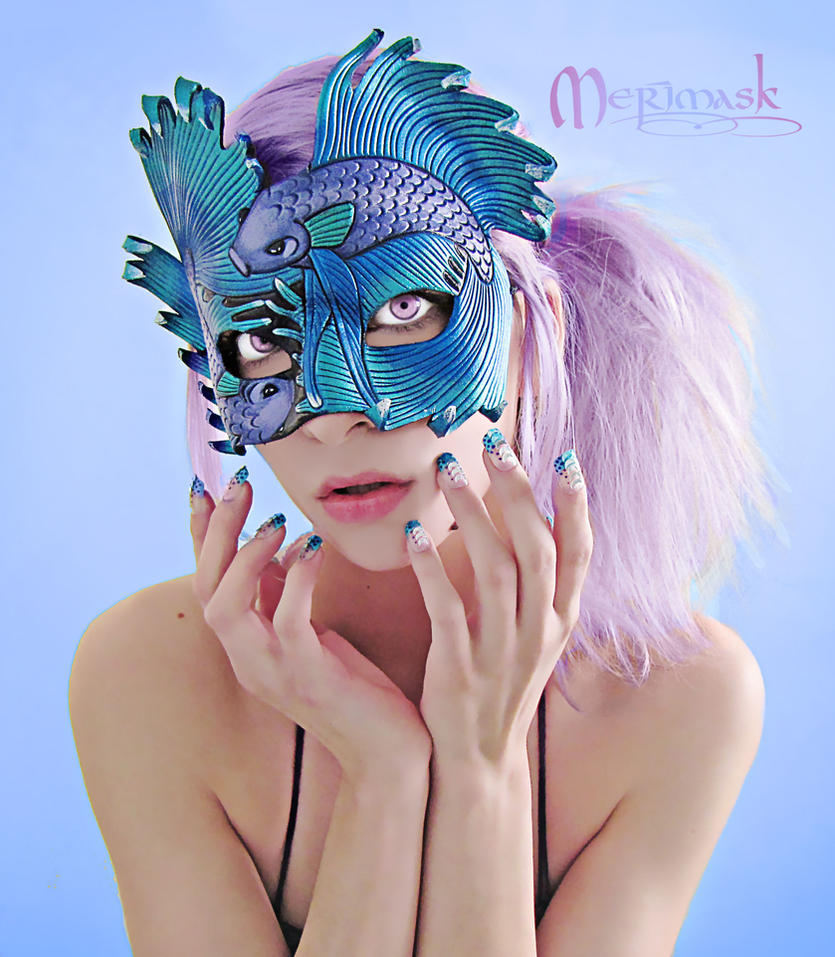 Beki wearing Fighting Fish mask by merimask