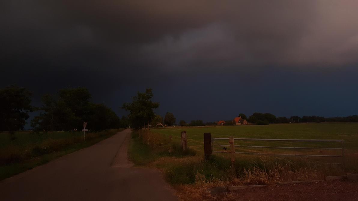 Thunderstorm underway by MetallicaDutch