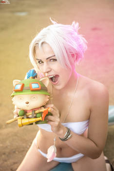 Riven ~ Pool Party fun cosplay!!