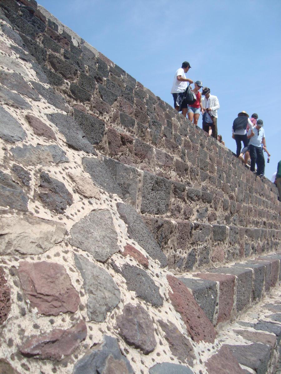 Teotihuacan 2 by lilbrokenangel