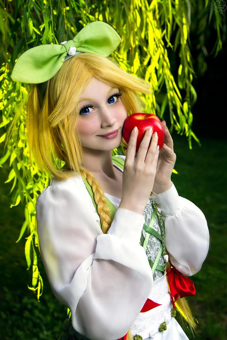 der Apfel Madchen by VictorEdenfield