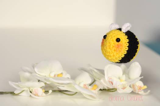 Bee amigurumi crochet doll